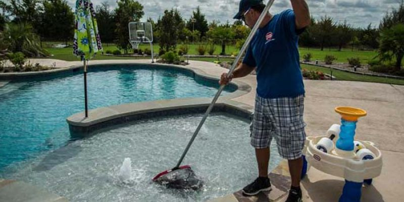 Hiring Swimming Pool Cleaning Services